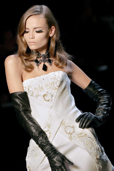 Opera gloves is symbol of queenly attire, and most befitting for beautiful Caucasian.